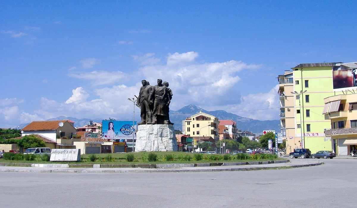 Five heroes of Vig statue at the main square in Shkodër