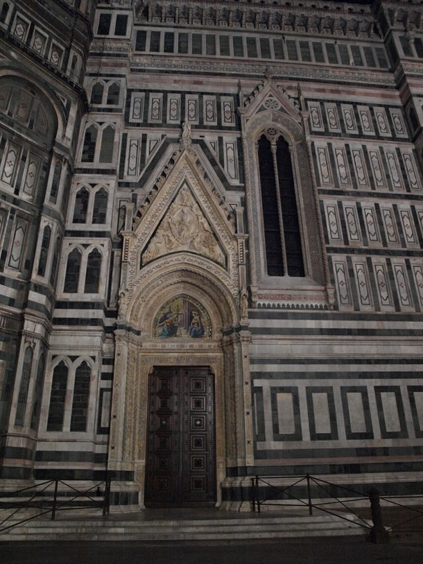Side door of the Cathedral of Santa Maria del Fiore at night