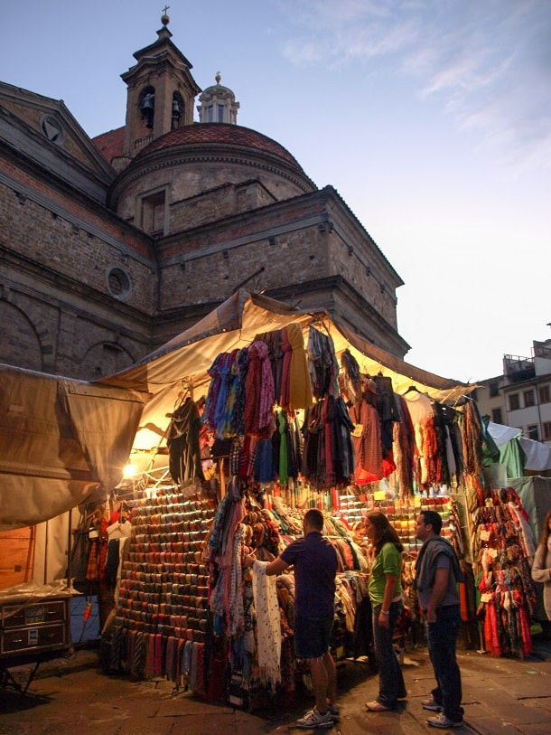 Souvenir stand at the Cathedral of Santa Maria del Fiore