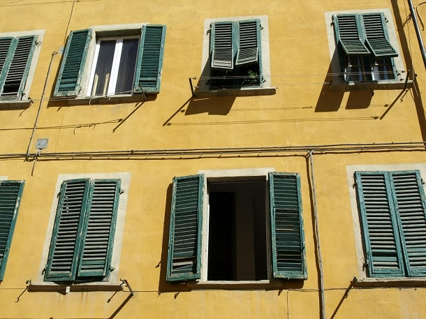 Windows with shutters in Pisa
