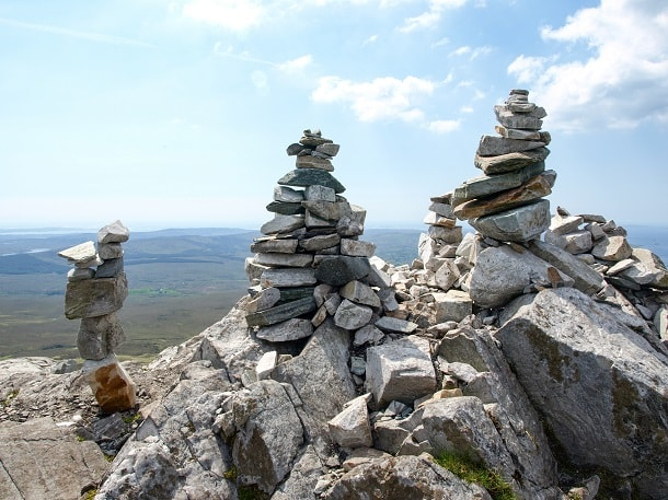 Cairns on the top of Diamond Hill