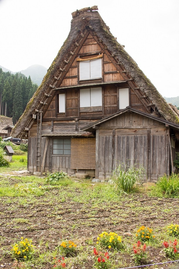 Gassho style house with front lawn in Shiragawa-go