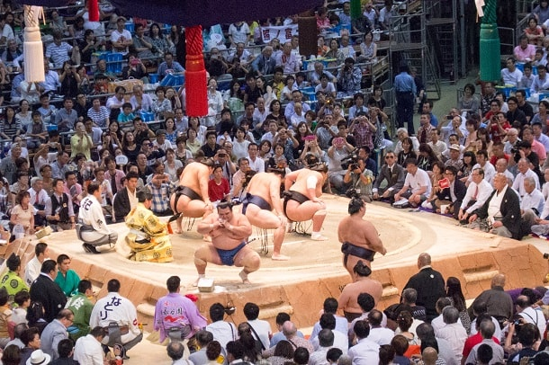 A sumo purifying dance while awaiting the final