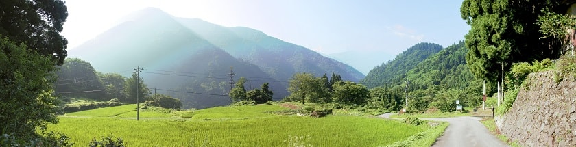 The road out of Ainokura