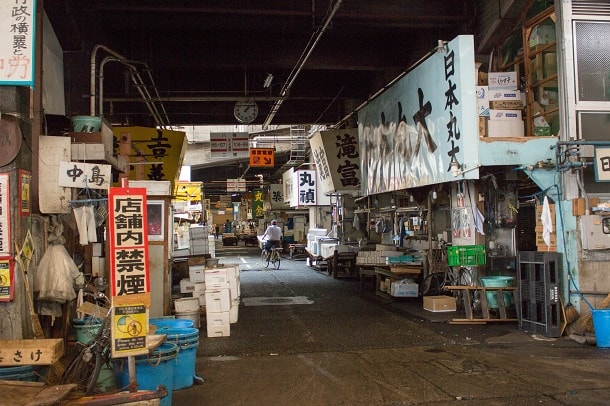 One of the many halls of Tsukiji Fishmarket