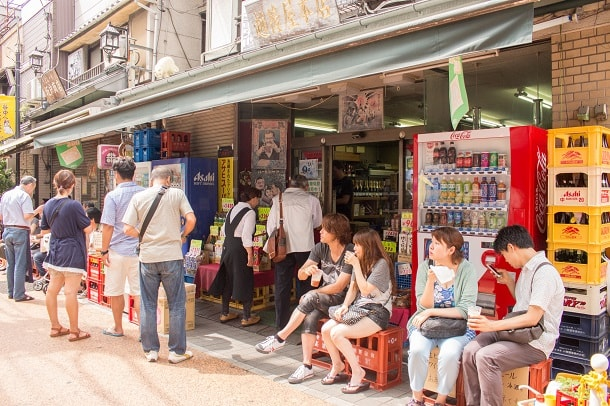 Refreshments in the shade in Yanaka Ginza