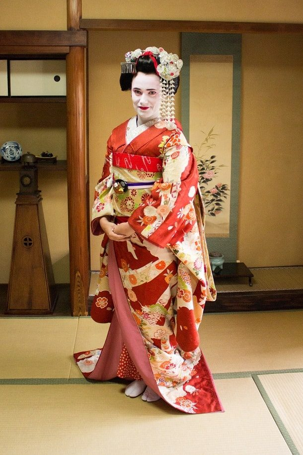 Turning into a maiko 11