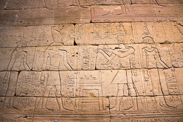Figures and hieroglyphs on the side of the Temple of Dendur
