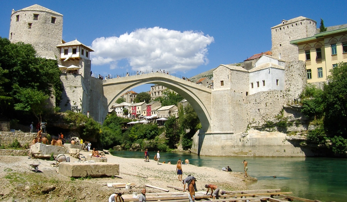 Stari Most with workers