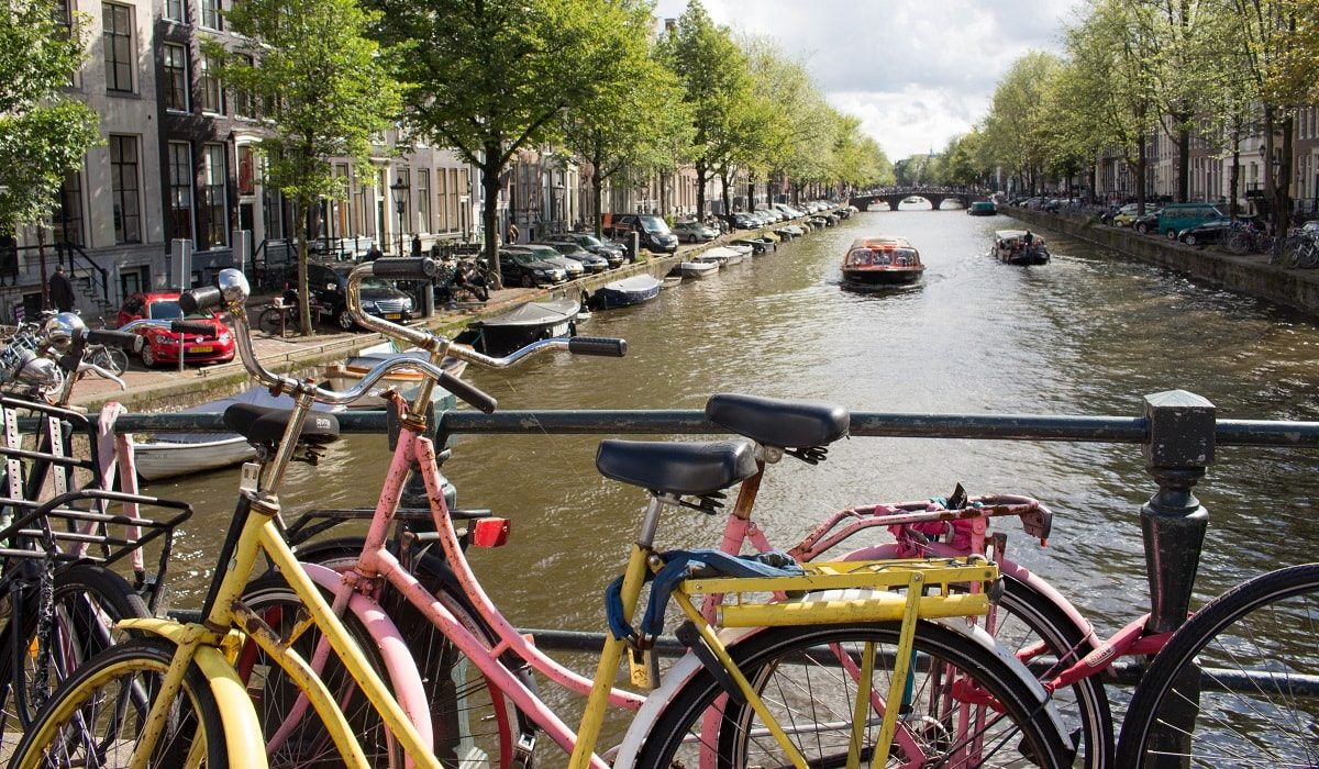 Amsterdam channel and bikes